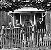 Matilda m fl utanför Blomberg 1927