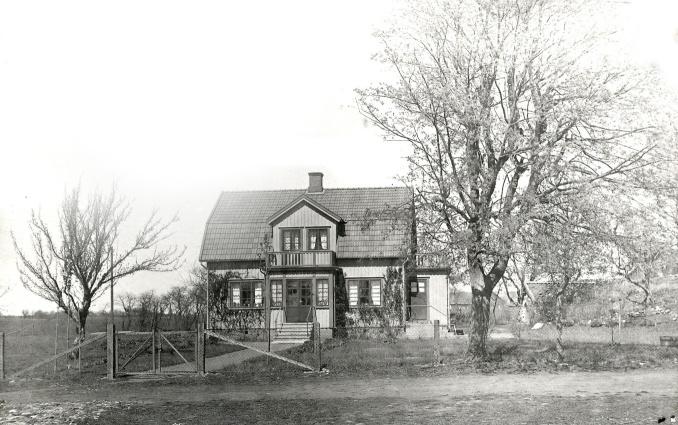 Nybyggd villa på Blomberg 1931 - foto från Christer Jonssons samling, 2016