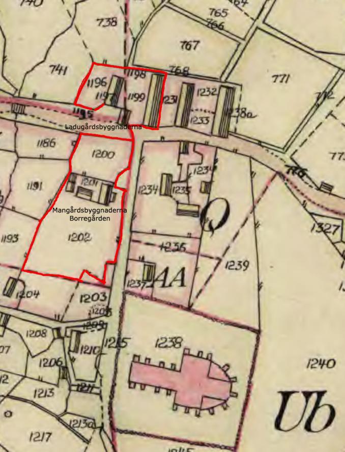 Mangårdsbygnaden med veranda mot Kyrkogatan är i grunden densamma ännu idag 2021. Man ser också att det fanns ytterligare ett bostadshus  för Borregården.