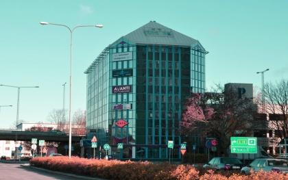 Järfälla Advokatbyrå ABs kontor ligger centralt i Jakobsberg, Järfälla, med närhet till pendeltåg samt parkeringshus som erbjuder fri parkering med p-skiva i tre timmar.