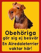 Obehöriga göre sig ej besvär - Vår Airedaleterrier vaktar här med porträtt