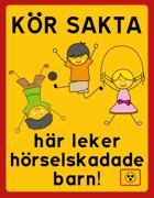 KÖR SAKTA, här leker hörselskadade barn