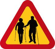 Aktiva pensionärer med gåstavar