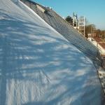 Sanerade ytor täcks med presenning. Anlita Rivad för en säker och prisvärd asbestsanering