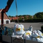 Eterniten förpackas och transporteras till deponi. Allt dokumenteras.
