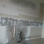 Kakel tas ned och underliggande yta slipas. (I detta fallet skulle lägenheten totalrenoveras).