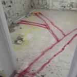 Kund har markerat var de nya rören ska gå. 75mm betongplatta.