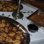Potatiskakor och murkelgratinerad fläskfilé.