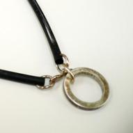 Halsband silver och gummi 550kr