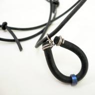Halsband Titan och gummi 450kr