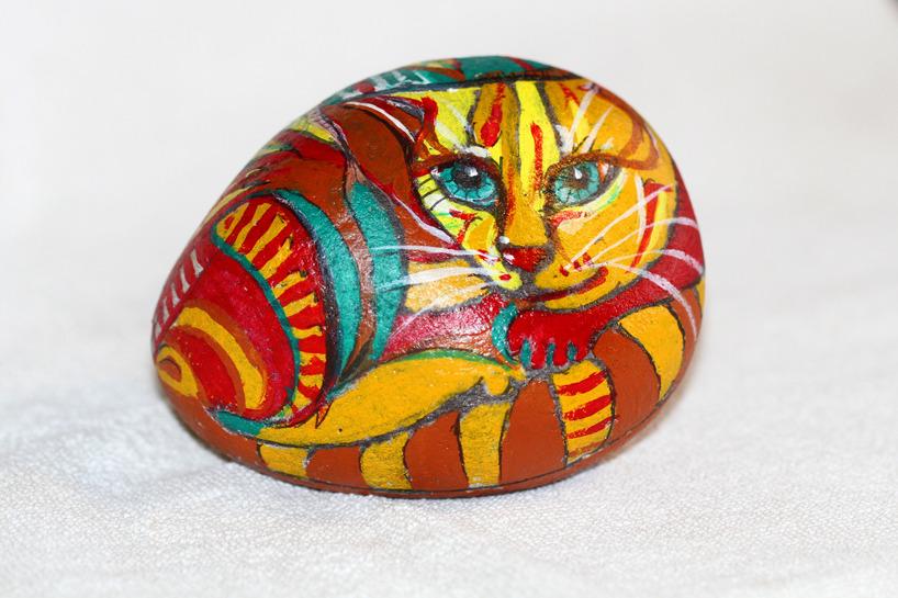 Katten Albin, akryl på sten, 12 cm