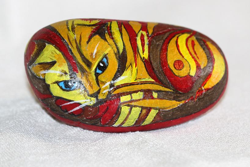 Katten Brutus, akryl på sten, 13 cm
