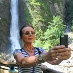 ÖSTERRIKE 2015 Jola tar en selfie  150 dpi