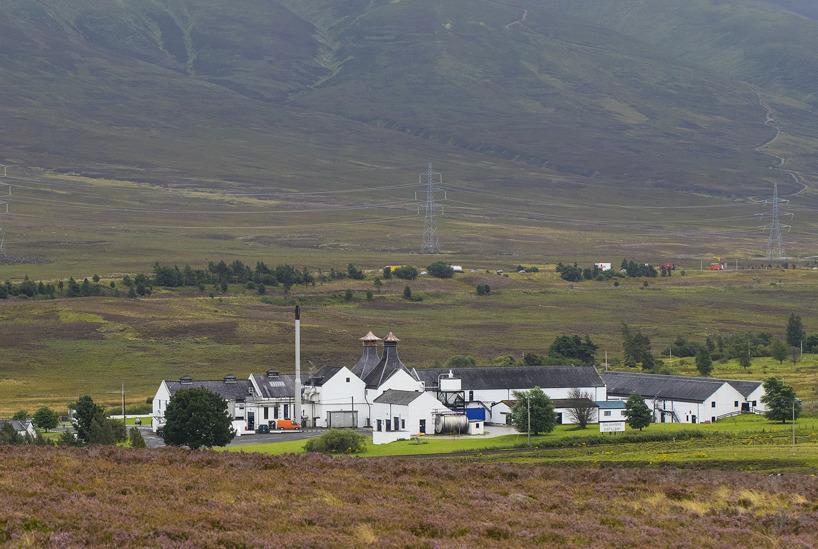 Dalwhinnie Whisky Distillery, centralt beläget i de skotska högländerna