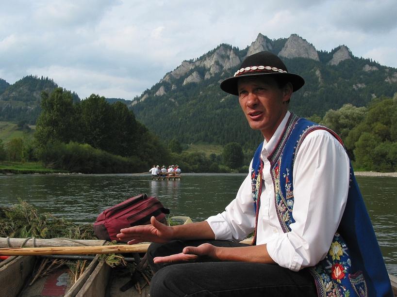 Bergsfolket Gorales leder forsfärden längs med floden Dunajec
