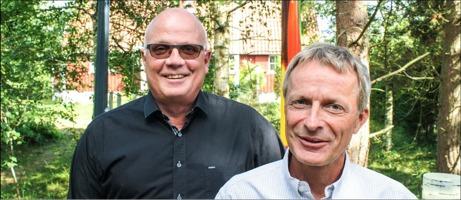 Lyser upp. Stefan Petersson, till vänster, har ihop med kompanjonen Tomas Wernant startat företaget MSL International AB i Laholm, som marknadsför och säljer miljövänliga belysningsstolpar av komposit