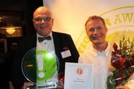 Stefan Petersson och Tomas Wernant tar emot priset