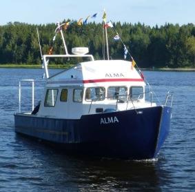 Vår båt Alma på en älvtur