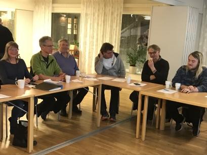 Några av årsmötesdeltagarna vid det inledande fikat. Foto: Eva Stenvång Lindqvist