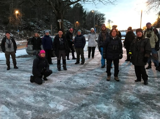 Alla deltagare samlade efter målgången utanför Runda huset i Gustavsberg. Foto: Eva Stenvång Lindqvist