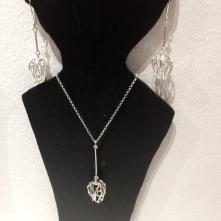 Tulpan halsband och örhänge i silver.