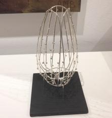 Fransk tulpanskulptur i silvertråd ca 18 cm hög utan ställ och 8 cm.