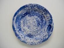 Handmålat fat med blommor Mått: 29 cm i diameter Pris: 700 kr