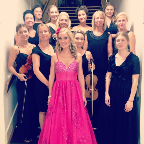 Hannah Holgersson and Stråkkapellet! From the left and from above: Anna-Karin Reuterhäll, Victoria Landberg, Tove Törngren, Daina Mateikaite, Victoria Lundell, Madeleine Johansson, Eva Erlansson, KnappBrita Pettersson, Hanna Wiklund, Annika Brantingson (Experianza), me, Malin-My Nilsson and Karin Petersdotter.