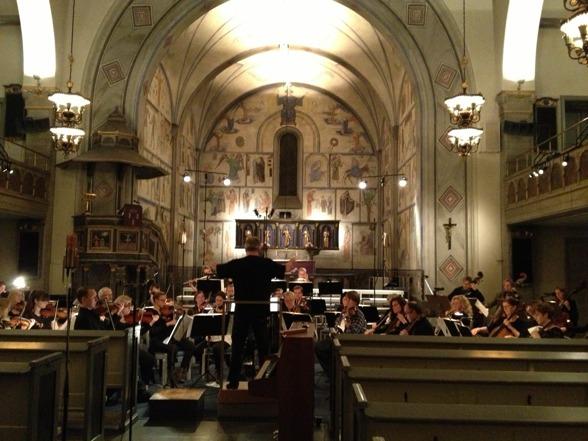 Sonny Jansson and S:t Matteus Symfoniorkester rehearsing in S:t Matteus kyrka