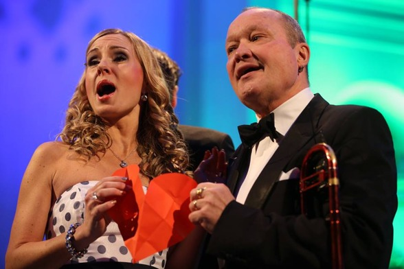 Hannah Holgersson and Nils Landgren in a love duet. Photo: Bengt Jägerskog