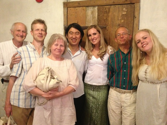 Audience and performing artists meeting after the concert; Viggo Edén, Petter Östberg, Anja Edén, Dohyo Sol, Hannah Holgersson, Peter Lönnerberg and Emelie Roos.
