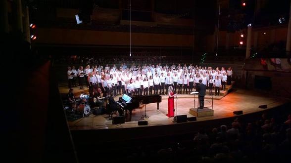Hannah Holgersson singing Nella Fantasia with Vasastans Körakademi. Conductor: Kim Malmquist. Photo: Josefina Torkelsson