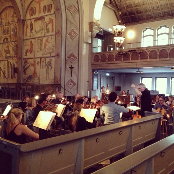 S:t Matteus Symfoniorkester and conductor Sonny Jansson