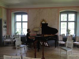 Martin Sturfält rehearsing at Saxå Herrgård