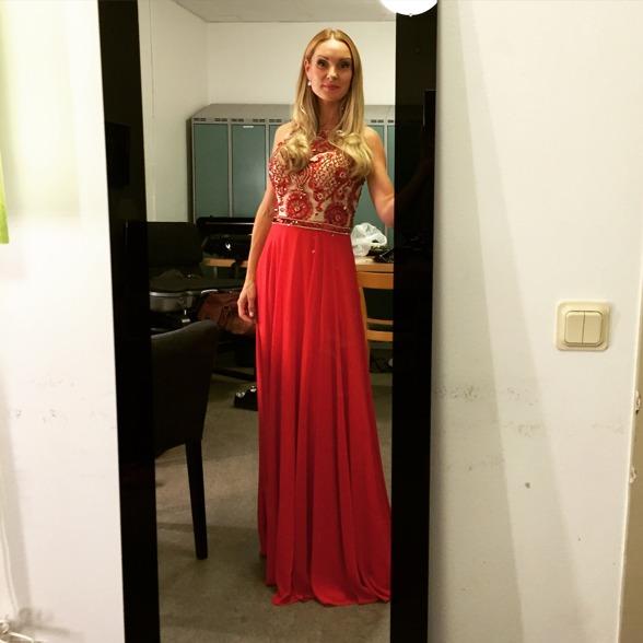 Hannah Holgersson back stage at Musikaliska