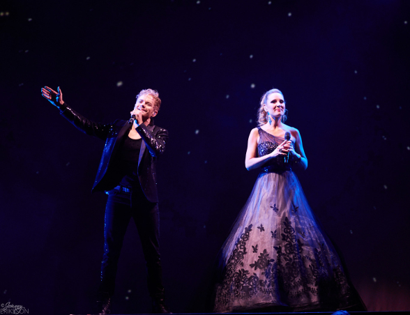 Peter Johansson and Hannah Holgersson in Barcelona by Queen at Globen arena. Photo: Johnny Eriksson