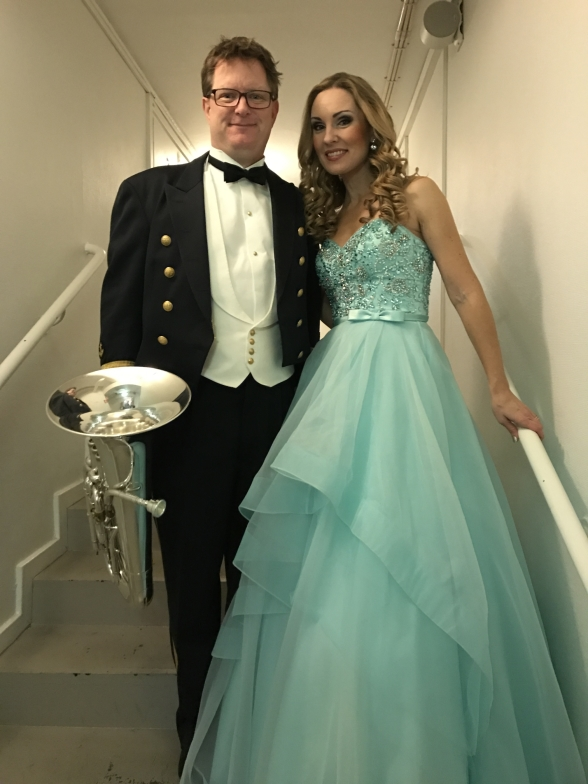 The host of the concert, Andreas Johansson (Marinens Musikkår), and Hannah Holgersson