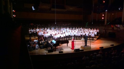 Hannah Holgersson singing Nella Fantasia with Vasastans Körakademi. Conductor: Kim Malmquist. Photo: Josefina Torkelsson