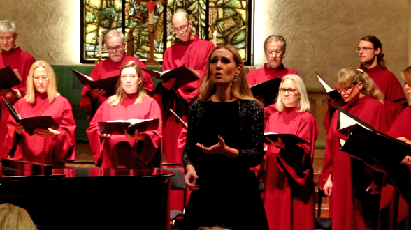 Hannah Holgersson singing Ivar Widéen Requiem with Essinge Kammarkör. Photo: Björn Ehnberg