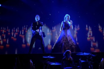 Peter Johansson and Hannah Holgersson singing Barcelona by Queen. Photo: Photos by Human
