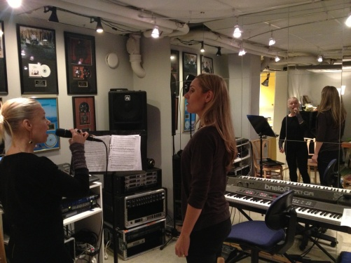 Katarina Henryson and Hannah Holgersson trying some musical parts out! A lot of fun!!=)