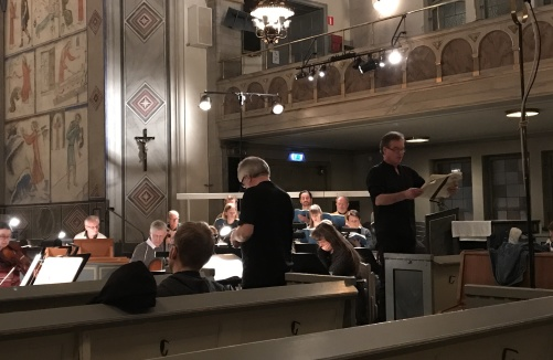 Baritone Olle Persson rehearsing with the orchestra.