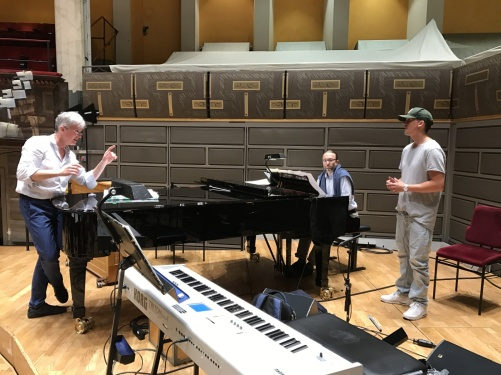 Conductor Massimo Zanetti rehearsing with David Lindgren. Pianist: Magnus Sköld