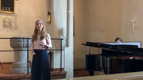 Hannah Holgersson and Gundega Novotny performing music by Gabriel Fauré in Boo kyrka.