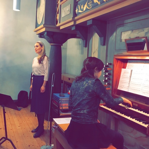 Hannah Holgersson and Gundega Novotny performing at Boo kyrka.