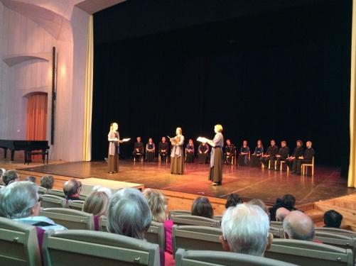 Me, Sara Niklasson and Helena Ströberg performing Davids Nimm by Karin Rhenqvist at Ytterjärna Kulturhus.