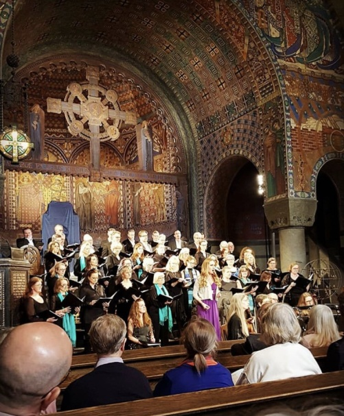 Hannah Holgersson performing the soprano solo in Jesu, meine Freude by Buxtehude in Uppenbarelsekyrkan, Saltsjöbaden. Photo: Lina Otterdahl