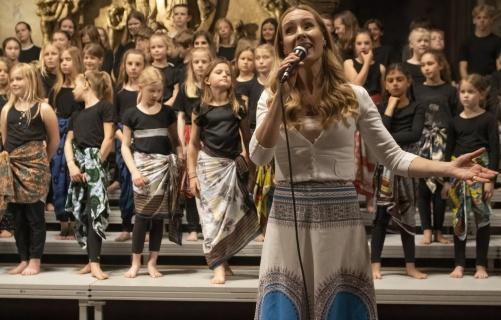 Hannah Holgerson singing African Madonna. Photo: Johan Bohman