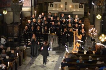 Hannah Holgersson, Saltsjöbadens Kyrkokör and conductor Katja Själander at Uppenbarelsekyrkan. Photo: Stefan Själander