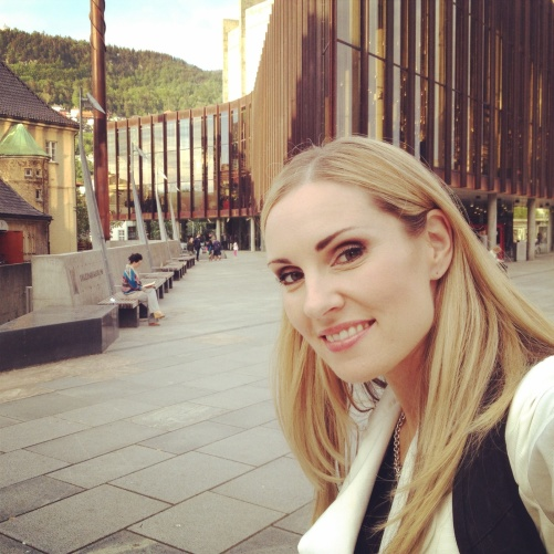 Hannah Holgersson outside the famous Grieghallen in Bergen!